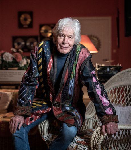Paul van Vliet (85) schrijft zich door lockdown heen: 'Er hangt een vreemde dreiging boven dit land'