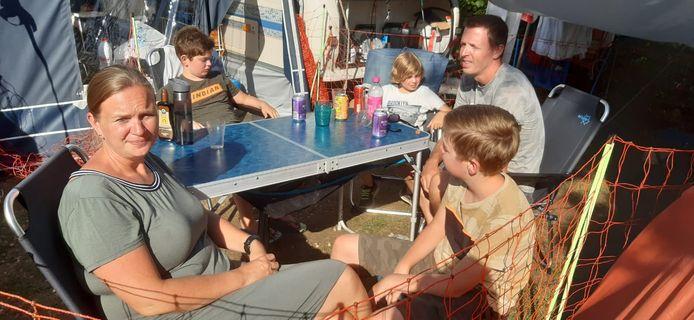 Miranda en haar mannen Jorik, Stijn, Wouter en Daan in Zuid-Limburg: 'Onze familie is niet meer compleet'