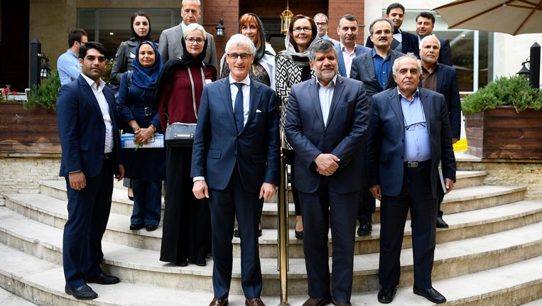 De Vlaamse minister-president Geert Bourgeois en Mojtaba Khosrotaj,gedeputeerde minister en president van Iran. Beeld BELGA