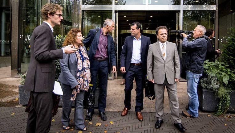 De Koerdische delegatie bestaande uit (van links naar rechts) Alya Kelic, Faud Omer, Sherman Hassan en Ali Ghahrmani vertrekken bij de Tweede Kamer na een gesprek met de vaste Kamercommissie Buitenlandse Zaken. Beeld anp