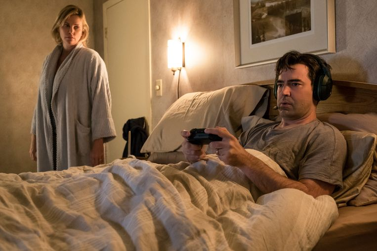 Charlize Theron en Ron Livingston in 'Tully'.  Beeld rv