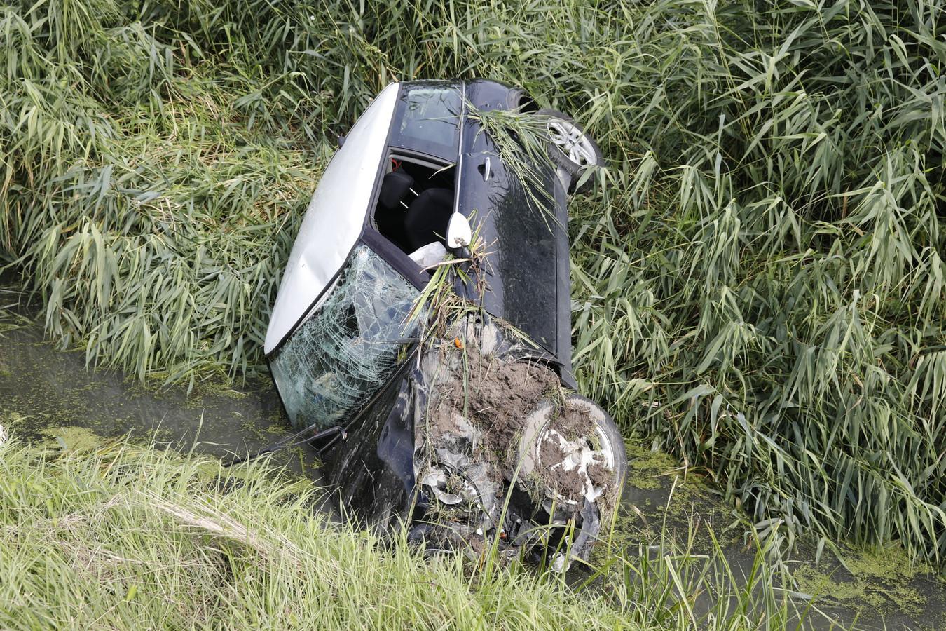 De Mini Cooper liep veel schade op.