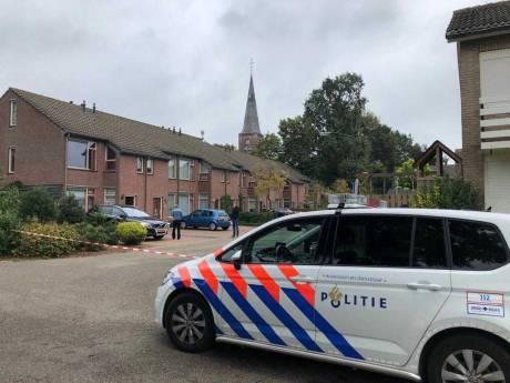Vrouw ernstig gewond bij steekpartij voor woning in Zijtaart, verdachte voortvluchtig