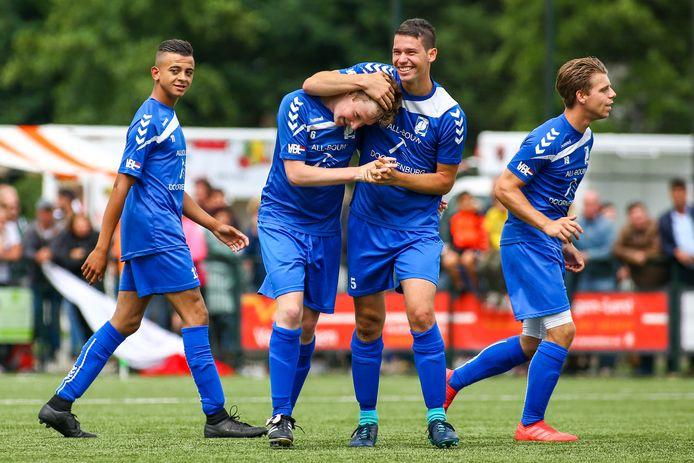 GVA juicht tegen DVOL, maar het lachen verging de voetballers uit Doornenburg na de strafschoppenserie. Donderdagavond speelt GVA een nieuwe finale om promotie naar de derde klasse.