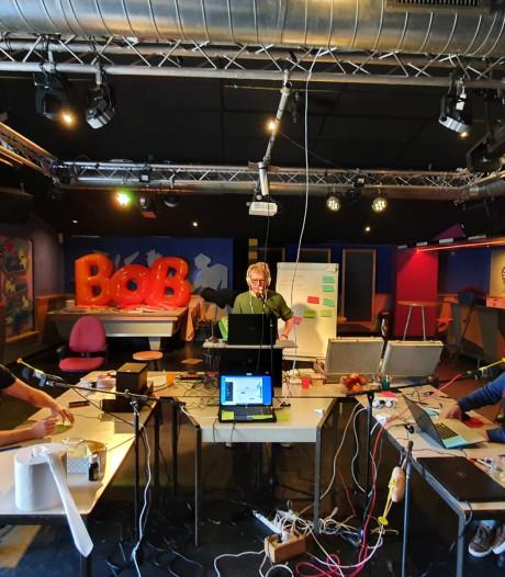 Radio LOZZZEO in Loon op Zand: 'Wie corona zegt, krijgt een strafpunt'