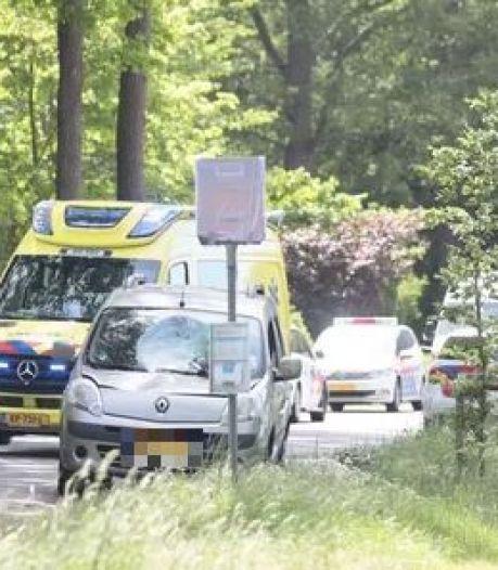 Dramatisch ongeluk bij Dalfsen: vrouw (73) komt per ongeluk naast fietspad terecht en overlijdt na botsing met auto