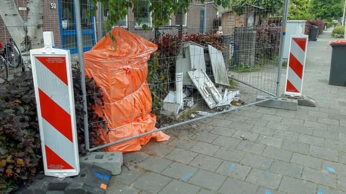 De elektriciteitskasten op de hoek Rijksweg-West/Brinksestraat in Elden die donderdagavond door een automobilist werden geramd.