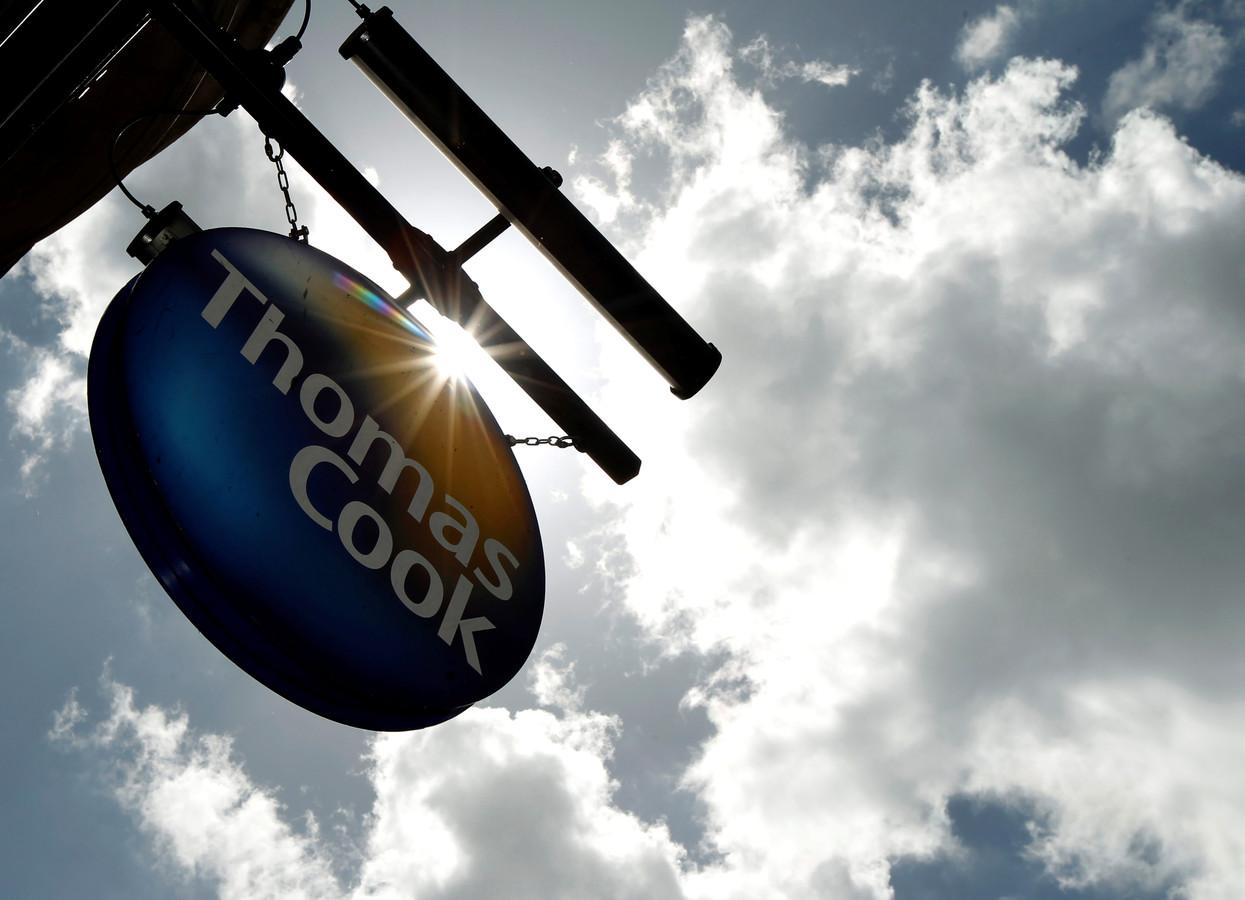 Le voyagiste historique Thomas Cook se dirige tout droit vers la faillite, ce qui provoquerait un coup de tonnerre retentissant dans le secteur du tourisme européen.