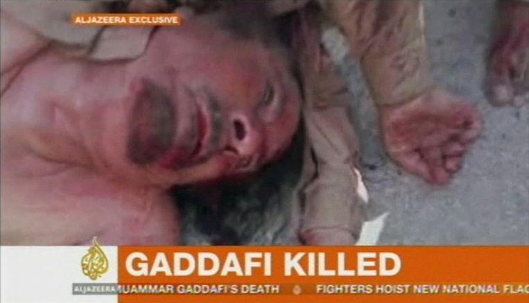 Een van de eerste beelden van het lichaam van Kaddafi, verspreid via Al Jazeera. Beeld reuters