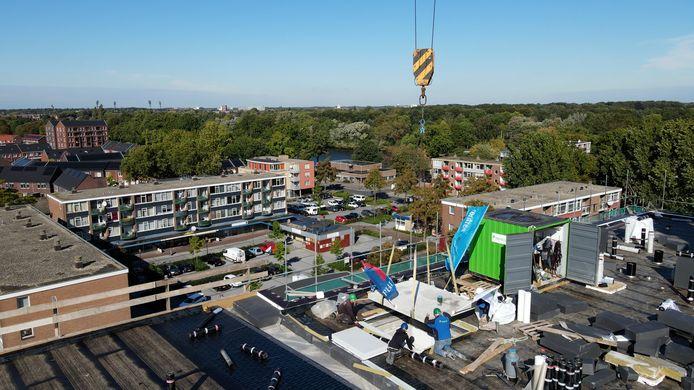 Beeld van het hoogste punt dat is bereikt bij de bouw van de appartementen in de Rivierenwijk.