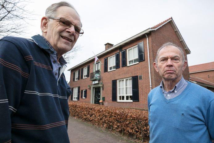 Bart Vissers (links) en Frans Bertens voor gemeenschapshuis De Vorselaer in Biezenmortel.
