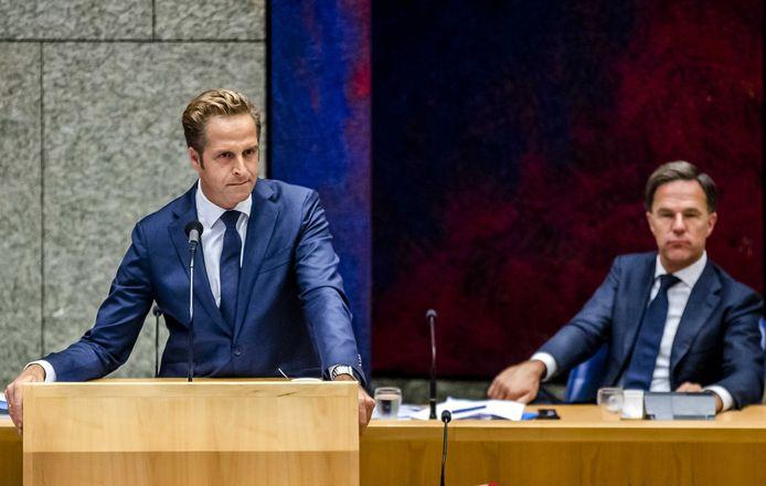 Minister Hugo de Jonge en premier Mark Rutte moesten deze week hun plan voor een quarantaineplicht deels intrekken.