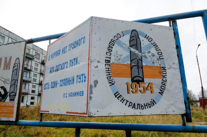 Entree van het militair terrein bij de plaats Nyonoksa, vlak bij de plek waar de fatale explosie plaatsvond.