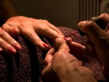 Illegale werkers en slaapplek: Misstanden bij nagelstudio's en beautysalons