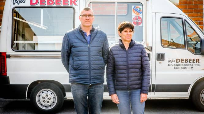 """IJsjes Debeer heeft laatste rondje gereden, na ruim 100 jaar stopt bekendste 'crèmekar' ermee: """"De klanten zullen schrikken"""""""