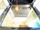 'In de oven heeft iets verschrikkelijk gespetterd, hoe krijg ik het schoon?'