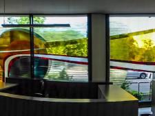 Wie redt dit enorme glaskunstwerk van de sloophamer?