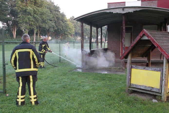 De brandweer bluste de brand in Rijssen.