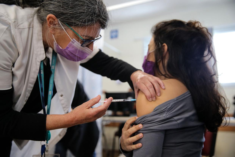 Israël is wereldwijd koploper als het gaat om coronavaccinaties. Meer dan de helft van de bevolking is volledig ingeënt. Beeld Anadolu Agency via Getty Images
