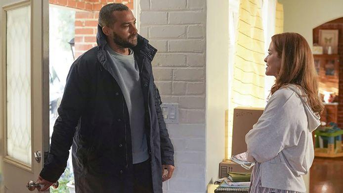 Jesse Williams (Jackson Avery) en Sarah Drew (April Kepner).