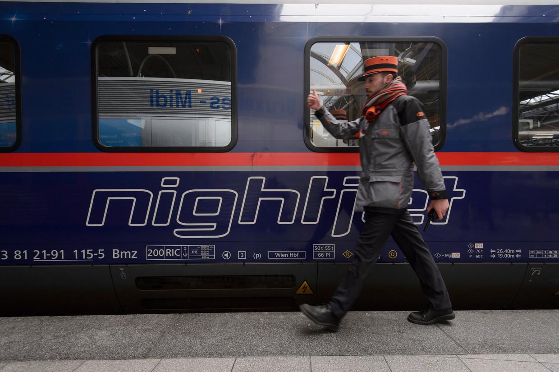 Een welkomstceremonie van de eerste Nightjet-nachttrein uit Wenen in Brussel.  Beeld Photo News