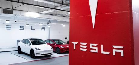 Une Tesla apparemment sans conducteur s'écrase contre un arbre: deux morts