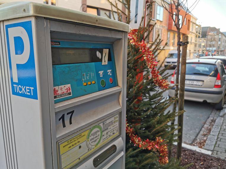 In deze parkeerautomaten hoef je op 4 januari geen munten te stoppen want parkeren in Halle is gratis die dag.