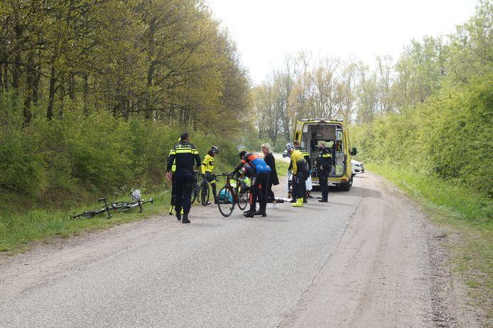 Wielrenner zwaargewond na aanrijding Kanaaldijk in Drunen.