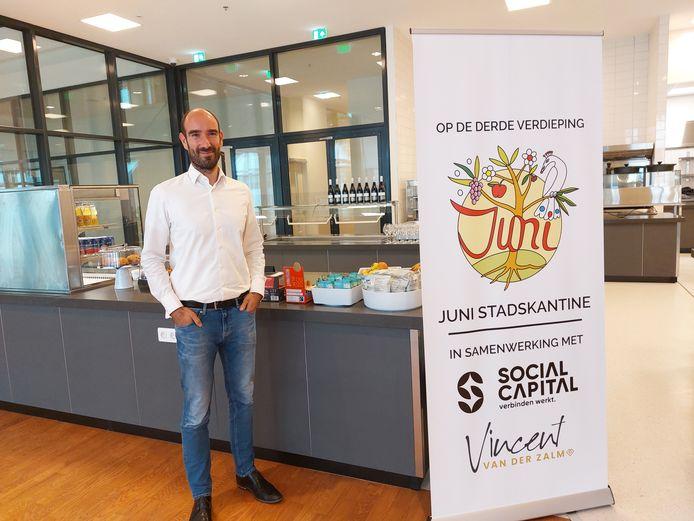 Jasper de Vries zwaait de scepter in Juni Stadskantine: nu nog kaal, straks een ontmoetingsplek in oosterse sferen.