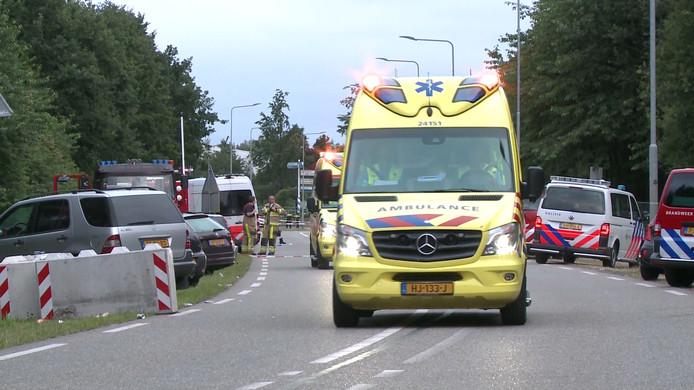 Bij de aanrijding overleed één persoon, drie anderen werden zwaargewond afgevoerd naar het ziekenhuis.