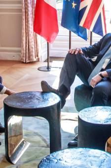 Boris Johnson a-t-il vraiment manqué de respect à la France en posant un pied sur la table?