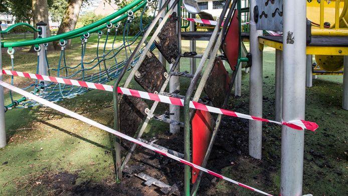 In de wijk Smitsveen in Soest, waar het aantal meldingen over vernielingen daalde, ging eerder een speeltoestel in vlammen op.
