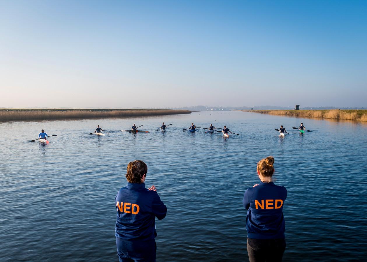 De kanosprinters dinsdag in training op de Willem Alexander Baan in Zevenhuizen.