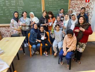Derde groep Afghaanse vrouwen vertrekt uit Ieper naar asielcentrum in Poelkapelle