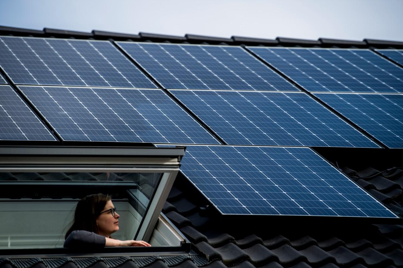 Zonnepanelen op een dak in Mechelen, ter illustratie.