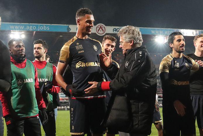 Februari 2020: Antwerp-coach Bölöni feliciteert Zinho Gano na de zege in het Guldensporenstadion.