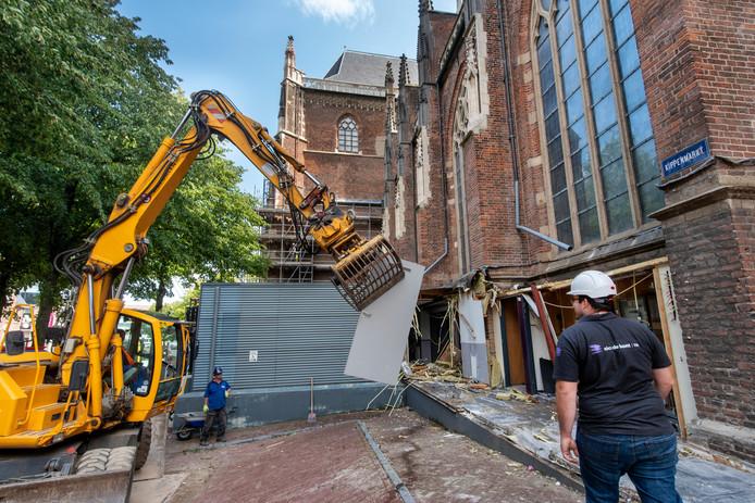 De sloop van de aanbouw van de Eusebiuskerk.