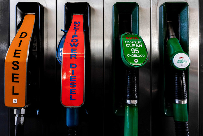 Brandstoffen met de nieuwe benaming bij een tankstation. Euro95 benzine gaat E5 heten en Diesel B7, conform de Europese regelgeving waarbij de benaming in de EU gelijk moet zijn.