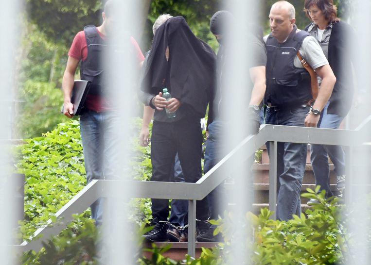 Een terreurverdachte wordt voorgeleid in Karlsruhe. Beeld AP