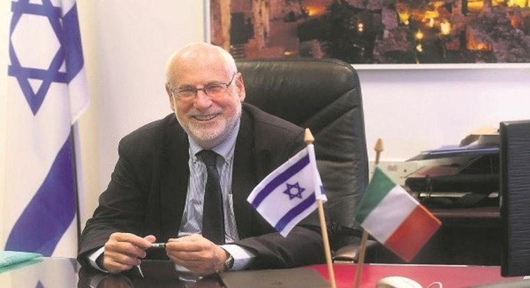 Zeev Boker, de tweede man op de Israëlische ambassade in Den Haag (1997-2003) is een van Wilders' oudste contacten. Beeld