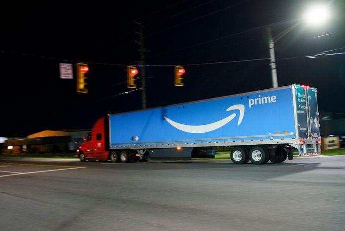 Een vrachtwagen van webwinkelgigant Amazon in de Verenigde Staten.