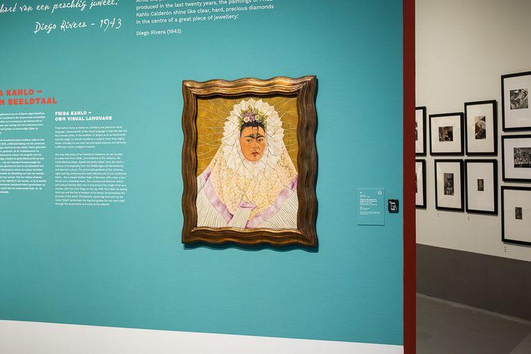Frida Kahlo's Zelfportret als Tehuana in het Cobra Museum in Amstelveen.  Beeld Natascha Libbert