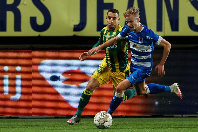 Bilal Ould-Chick van ADO Den Haag en Dean Huiberts van PEC Zwolle. Beeld BSR Agency