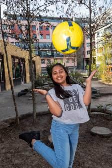 Anashya (11) werd slachtoffer van de toeslagenaffaire, maar is nu hét gezicht van de SIRE-campagne