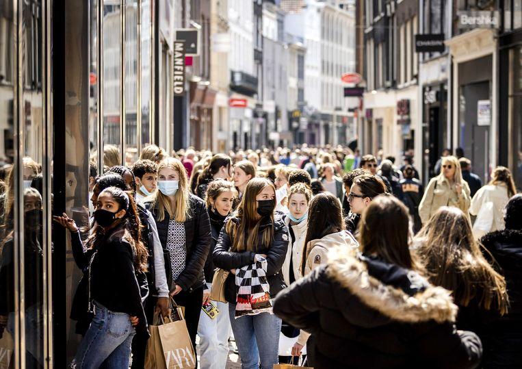 Winkelende mensen in de Kalverstraat. Beeld ANP