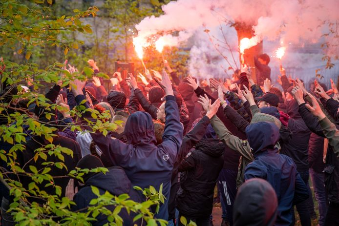 De laatste training voor de wedstrijd tegen Ajax brengt altijd veel supporters op de been.