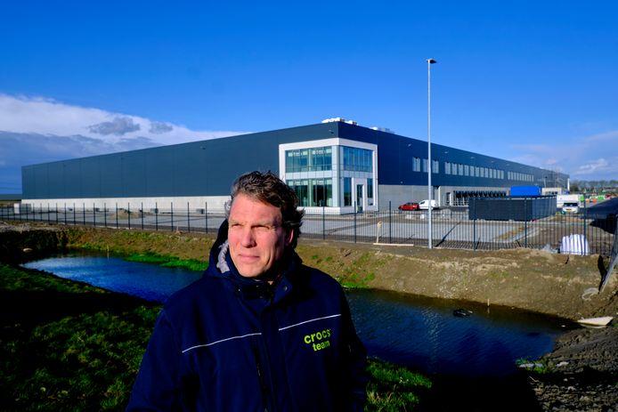 Dennis Boor bij het nieuwe distributiecentrum van Crocs in Dordrecht.