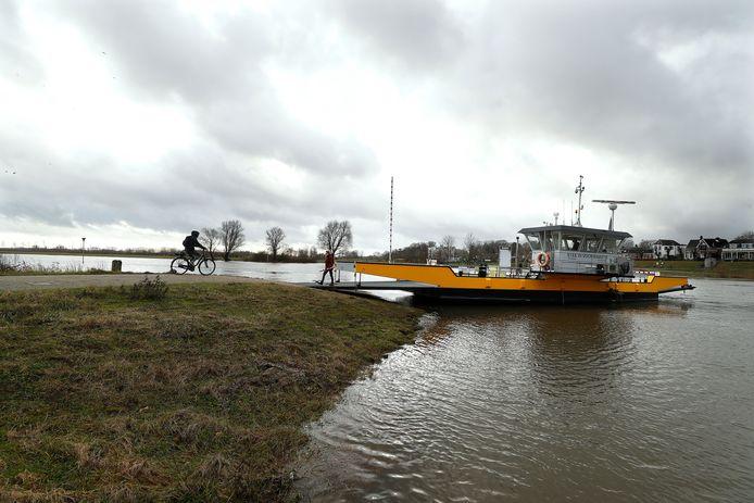 Veerpont Steeds Voorwaarts tussen Olburgen en Dieren.