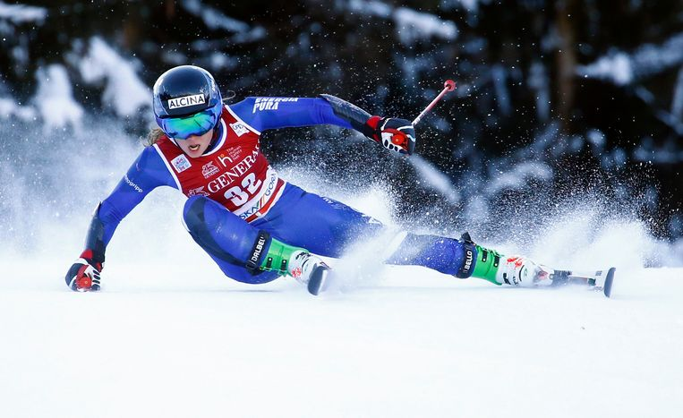 Adriana Jelinkova zaterdag op de reuzenslalom in Slovenië. Ze werd elfde, geskied over twee runs. Beeld Reuters