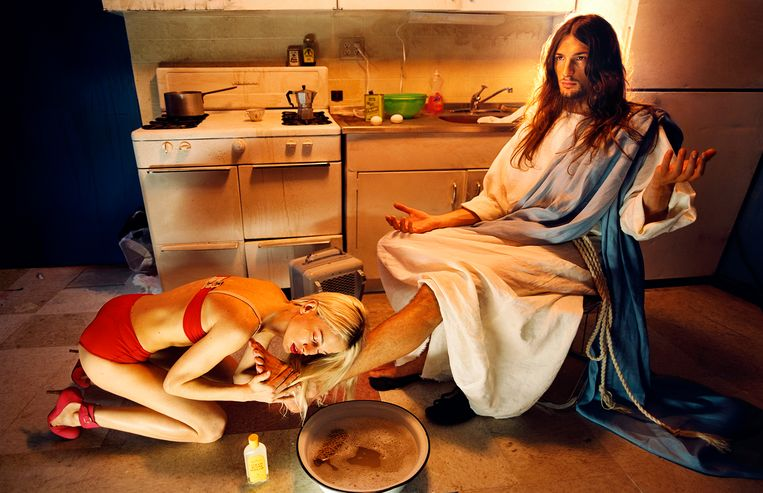 David LaChapelle: Jesus is my homeboy Anointing, 2003. Beeld Studio LaChapelle